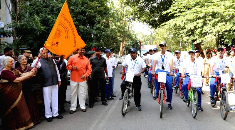 Karnataka Governor Vajubhai Rudabhai Vala flags-off a cycle expedition from Bangalore to Kolar Gold Fields, in Bengaluru, on Jan 4, 2015.
