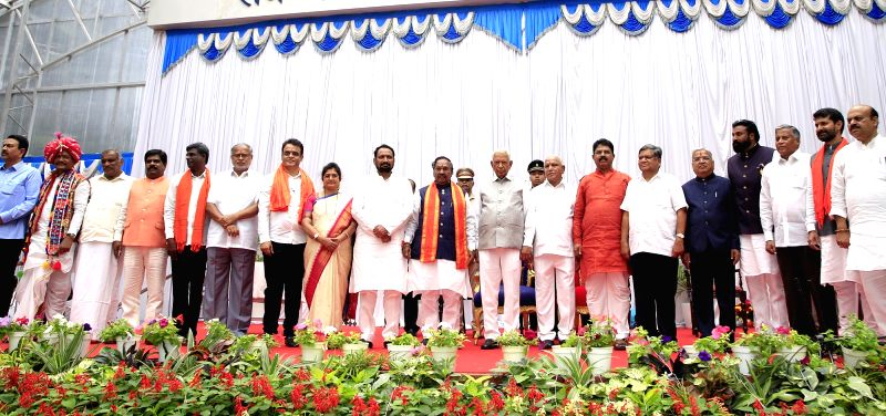 Bengaluru: Karnataka Governor Vajubhai Vala and  Chief Minister B. S. Yediyurappa with the 17 newly sworn-in Cabinet Ministers at Raj Bhavan in Bengaluru on Aug 20, 2019.