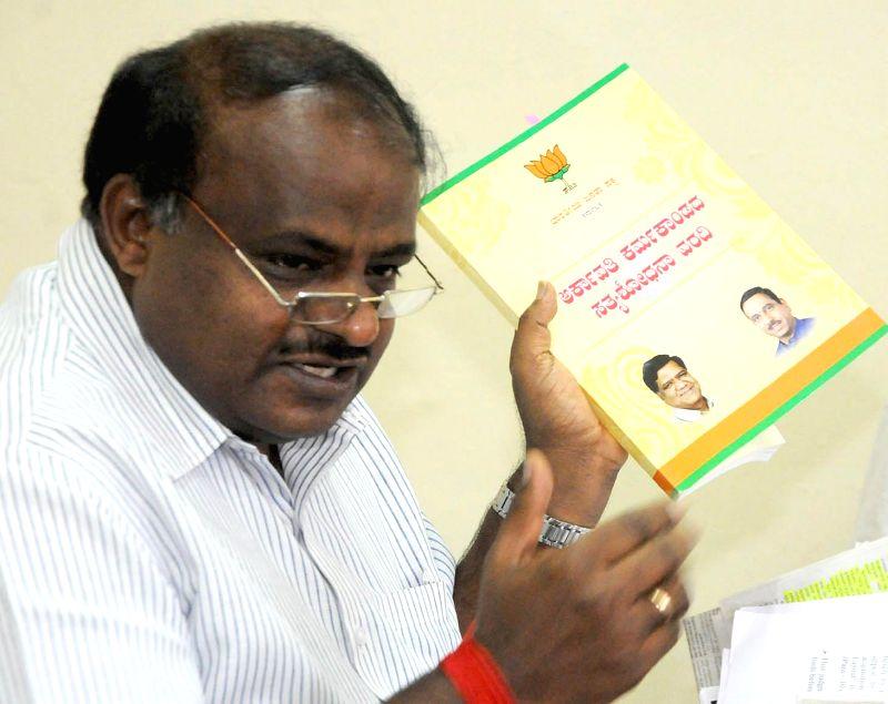 Karnataka JD(S) chief HD Kumaraswamy addresses a press conference regarding Arkavathi Layout denotification issue in Bengaluru, on Jan 19, 2015.