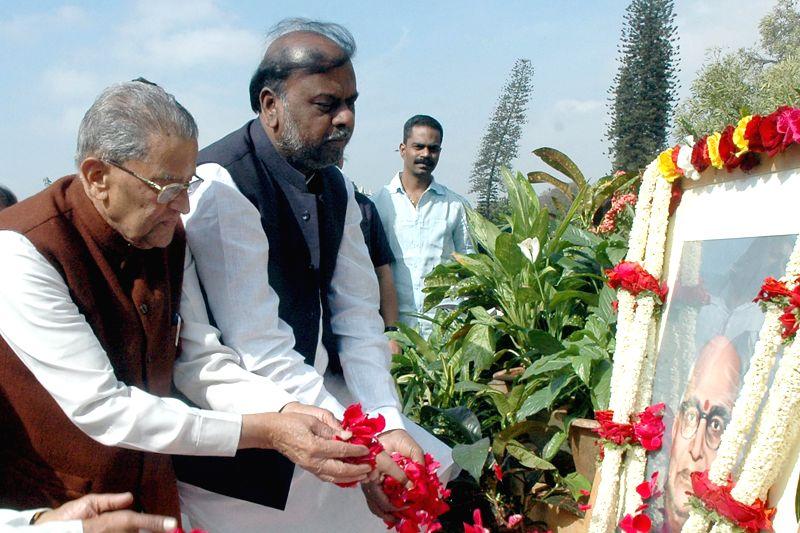 Karnataka Social Welfare Minister H. Anjaneya pays tribute to former Karnataka chief minister S. Nijalingappa on his 112rd birth anniversary at Vidhan Soudha in Bengaluru, on Dec 10, 2014.