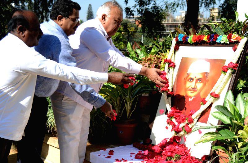 Karnataka Transport Minister Ramalinga Reddy offers floral tribute to former prime minister Lal Bahadur Shastri on his 49th death anniversary at Vidhan Soudha in Bengaluru, on Jan 11, ... - Ramalinga Reddy
