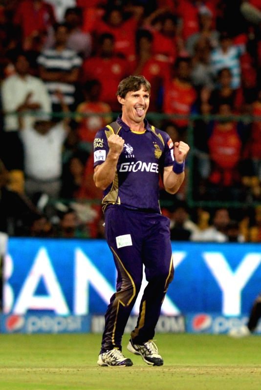 Kolkata Knight Riders bowler Brad Hogg during an IPL-2015 match between Royal Challengers Bangalore and Kolkata Knight Riders at M Chinnaswamy Stadium in Bangaluru on May 2, 2015. - Brad Hogg