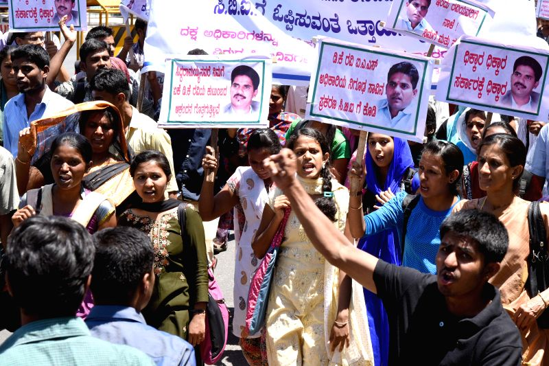 Medical students stage a demonstration to demand CBI probe in the mysterious death of Karnataka IAS D K Ravi in Bengaluru on March 20, 2015.