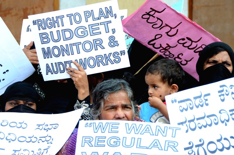 Members of Consumer Care Society stage a demonstration in Bengaluru, on Nov 26, 2014.