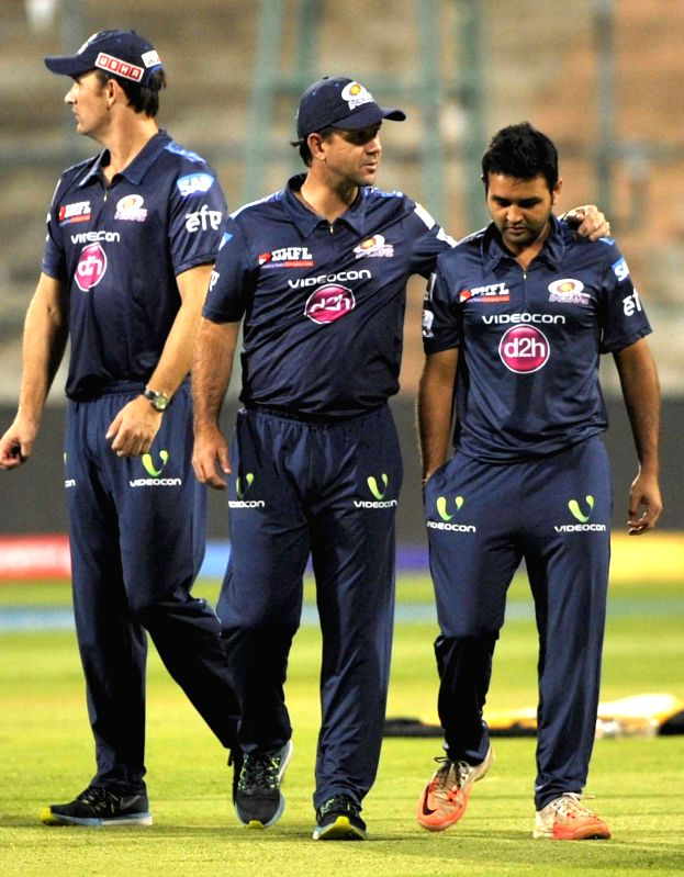 Mumbai Indians bowling coach Shane Bond, head coach Ricky Ponting and player Parthiv Patel during a practice session at M Chinnaswamy Stadium, in Bengaluru, on April 18, 2015. - Parthiv Patel