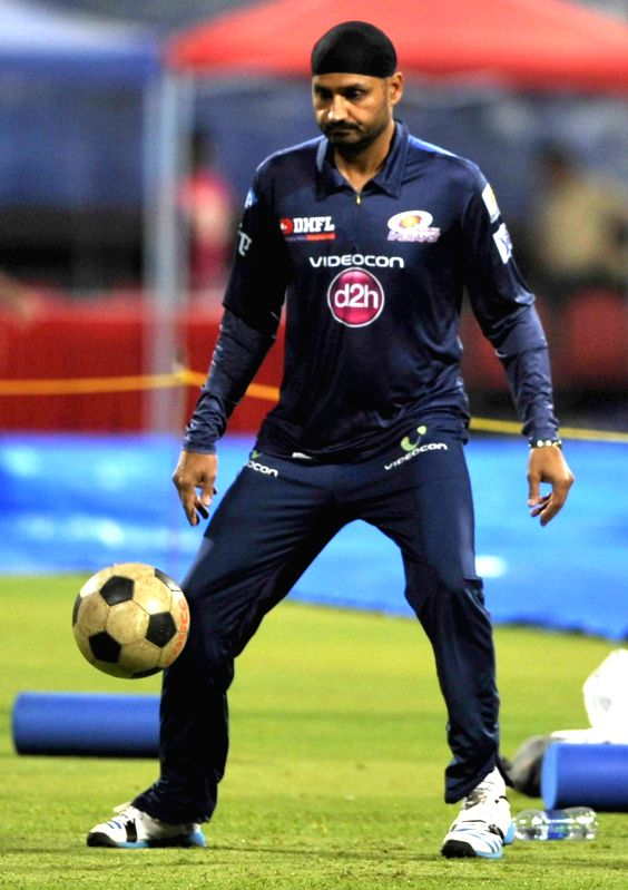 Mumbai Indians player Harbhajan Singh during a practice session at M Chinnaswamy Stadium, in Bengaluru, on April 18, 2015. - Harbhajan Singh