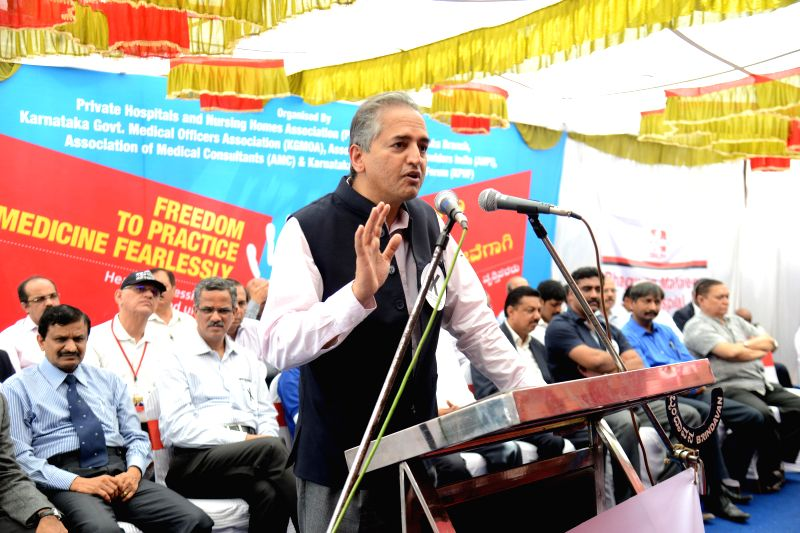 Narayana Hrudayalaya Chairman Dr Devi Shetty addresses doctors protesting against the assault on medical professionals in hospitals in Bengaluru on March 16, 2015. - Shetty