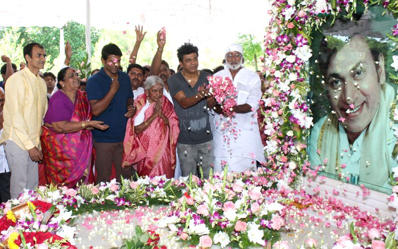 Parvathamma Rajkumar, the wife of actor Dr. Rajkumar pay floral tribute to Kannada Film Icon Dr Rajkumar Portrait on his birth anniversary, at Dr Rajkumar Samadhi, Kanteerva Studio, in ...