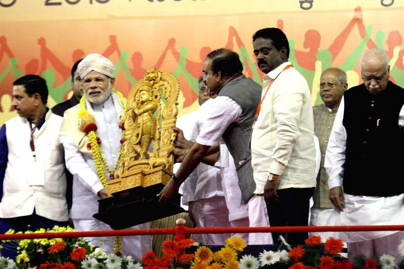 Prime Minister Narendra Modi, Union Chemicals and Fertilizers Minister Ananth Kumar, Karnataka BJP chief Prahalad Joshi and BJP veteran L K Advani during a public meeting in Bengaluru, on ... - Narendra Modi, Ananth Kumar, Prahalad Joshi and L K Advani