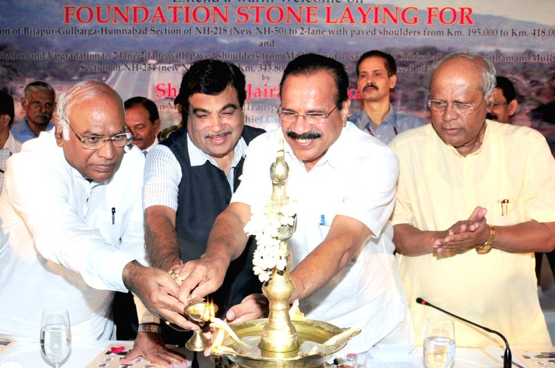 The Union Minister for Road Transport and Highways and Shipping, Nitin Gadkari at the foundation stone laying ceremony of upgradation of two national highway projects in Karnataka in ...