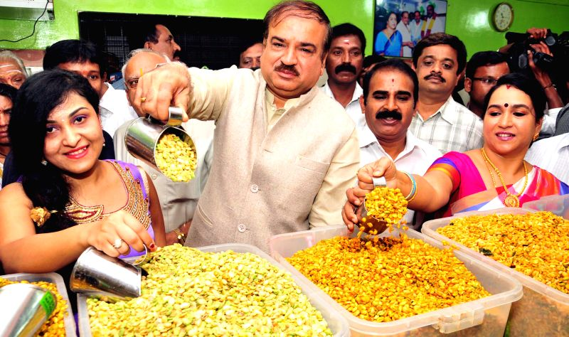 Union Chemical and Fertilizer Minister Anant Kumar at the inauguration of `Avare Bele Mela`  (hyacinth bean fair) in Bengaluru, on Jan 2, 2015. - Anant Kumar