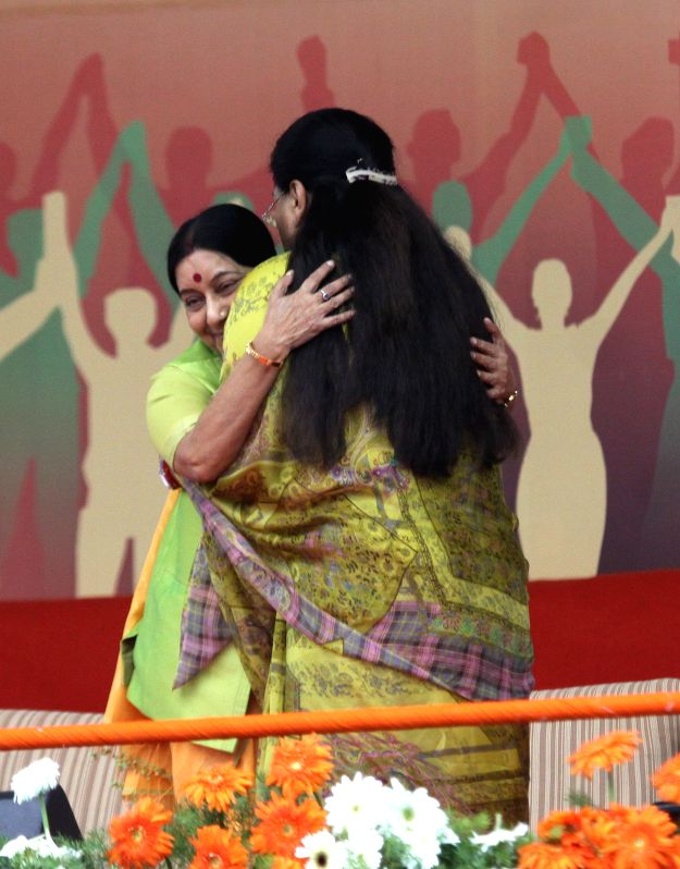 Union External Affairs Minister Sushma Swaraj and Rajasthan Chief Minister Vasundhara Raje during a public meeting in Bengaluru, on April 3, 2015. - Sushma Swaraj