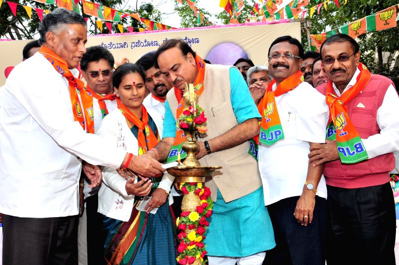 Union Minister for Chemicals and Fertilizers Ananth Kumar, Bangalore Mayor Shanta Kumari and other BJP leaders during inauguration of party's membership drive in Bengaluru, on Dec 1, 2014. - Ananth Kumar