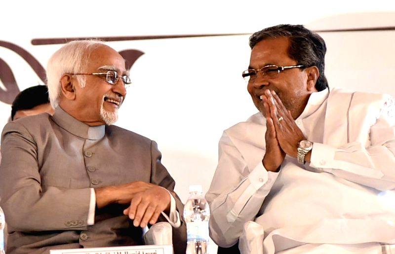 Vice-President Mohammad Hamid Ansari with Karnataka Chief Minister Siddaramaiah during the Golden Jubilee celebrations of an Engineering College, in Bengaluru on Jan. 6, 2014. - Siddaramaiah