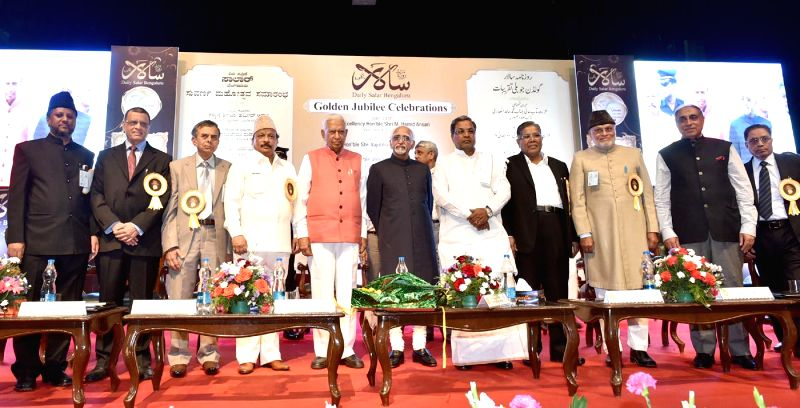 Vice President Mohd. Hamid Ansari, Chief Minister of Karnataka Siddaramaiah, Governor of Karnataka Vajubhai Rudabhai Vala and Karnataka Information Minister R Roshan Baig during the Golden - R Roshan Baig