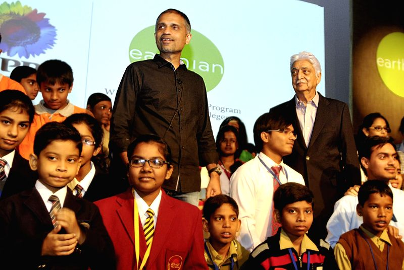 Wipro Chairman Azim Premji and the Chief Sustainibility Officer of Wipro Anurag Behar with the winners of Eathian 2014 - Wipro's global sustainability education program for schools and ...