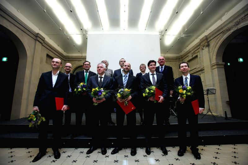 The new recipients of the 2015 Leibniz Prize (L-R, front) Tobias Moser, Friedrich Lenger, Christian Hertweck, Hendrik Dietz, Henry N. Chapman and Steffen Martus (1st ...