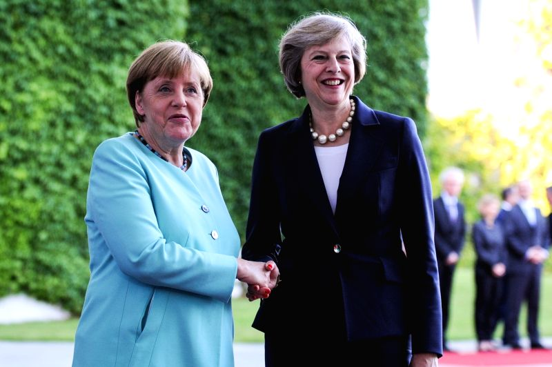 BERLIN, July 20, 2016 (Xinhua) -- German Chancellor Angela Merkel(L) and British Prime Minister Theresa May attend a welcoming ceremony prior to their meeting at the Chancellery in Berlin, Germany, on July 20, 2016. Britain will maintain close econom