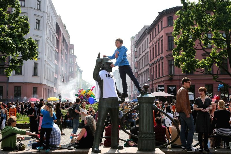 A boy climbs on a statue during celebrations of the International Labor Day in Berlin, Germany, on May 1, 2014. Photo: