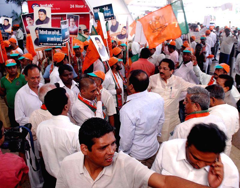 (BJP) President Nitin Gadkari in Mumbai - Arvind Kejriwal