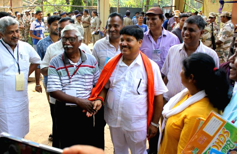 Bhatpara: BJP's Lok Sabha candidate from Barrackpore Arjun Singh and CPI-M candidate Gargi Chatterjee at a counting center at Barrackpore Rastraguru Surendranath College during the ongoing counting of votes cast for the 2019 Lok Sabha elections, in W
