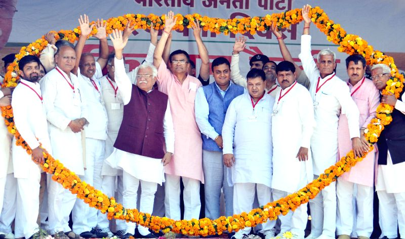 Haryana Chief Minister Manohar Lal Khattar and others during Kissan Rally at Badhra in Haryana`s Bhiwani district on April 6, 2015. - Manohar Lal Khattar