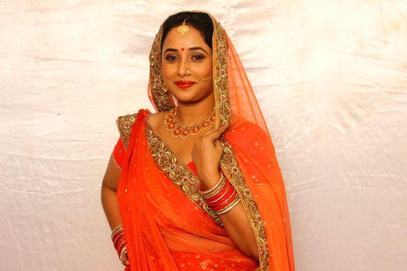 Bhojpuri actress Rani Chatterjee has fun with dialogues on TV image.