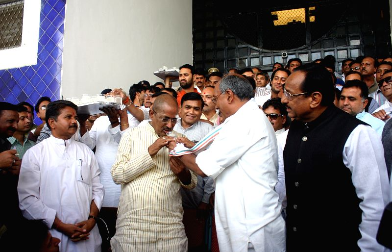 Congress general secretary Digvijay Singh offers juice to the leader of opposition in Madhya Pradesh assembly Satyadev Katare, who along with other Congress legislators came out of the ... - Digvijay Singh