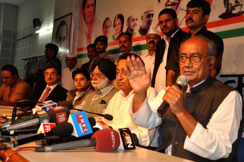 Congress leaders Kamal Nath, Jyotiraditya Scindia, Digvijay Singh and senior Supreme Court advocate K T S Tulsi during a press conference in Bhopal on Feb. 16, 2015. - Kamal Nath and Digvijay Singh