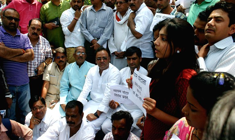 Congress workers led by Madhya Pradesh Congress chief Arun Yadav stage a demonstration against the state government in Bhopal, on March 25, 2015. - Arun Yadav
