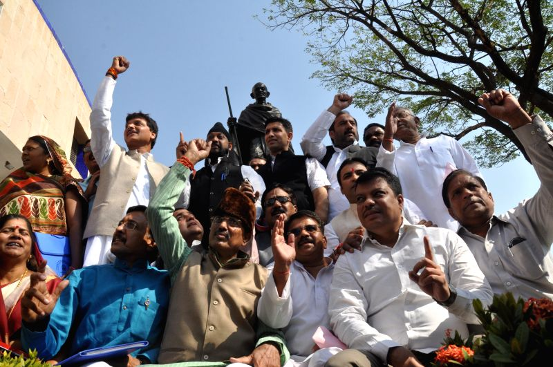 The leader of opposition in the Madhya Pradesh Assembly Satyadev Katare and other Congressmen stage a demonstration against Madhya Pradesh Governor Ram Naresh Yadav in Bhopal, on Feb 25, ... - Naresh Yadav