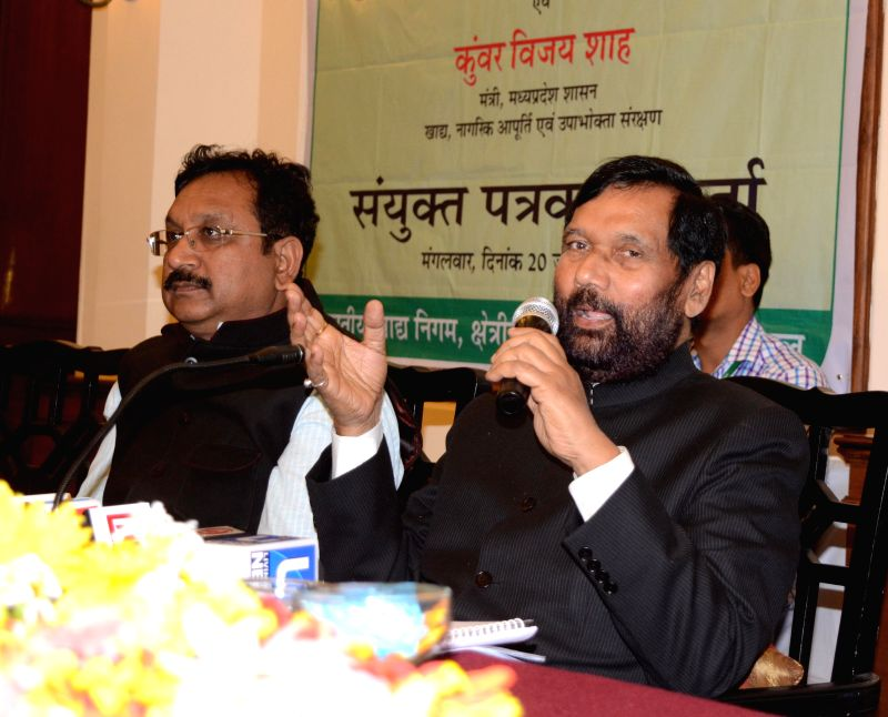 Union Minister for Consumer Affairs, Food and Public Distribution Ramvilas Paswan addresses a press conference in Bhopal on Jan 20, 2015.