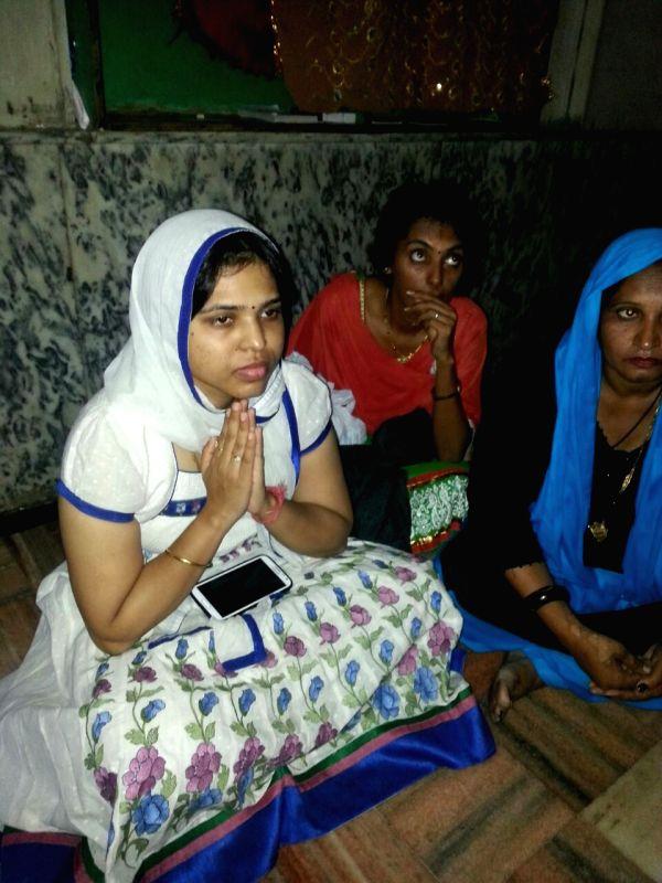 Bhumata Brigade president Trupti Desai with other activists prays at Haji Ali Dargah, Mumbai amidst tight police security on May 12, 2016. - Trupti Desai