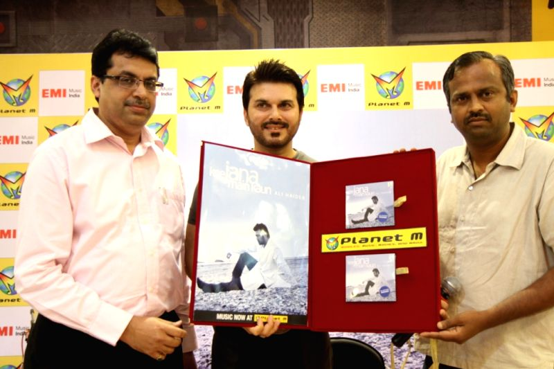 Bhupesh Grover CFO of Planet M, Sanjay Dixit and singer Ali Haider launched his latest album `Kee Jana Mein Kaun` at Planet M, Powai. - Sanjay Dixit