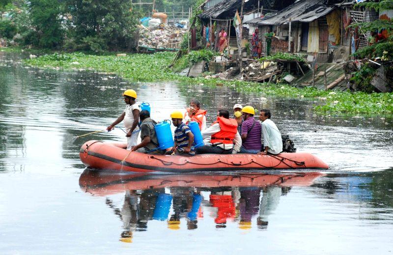 Bidhannagar Municipality officials carried out an anti-dengue operation at Kestopur canal in Kolkata on Aug 6, 2016.