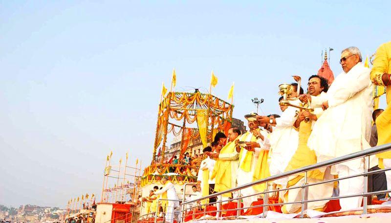 """Bihar Chief Minister and JD(U) chief Nitish Kumar worships the Ganga river on """"Ganga Utpatti Diwas"""" in Varanasi, on May 13, 2016. - Nitish Kumar"""