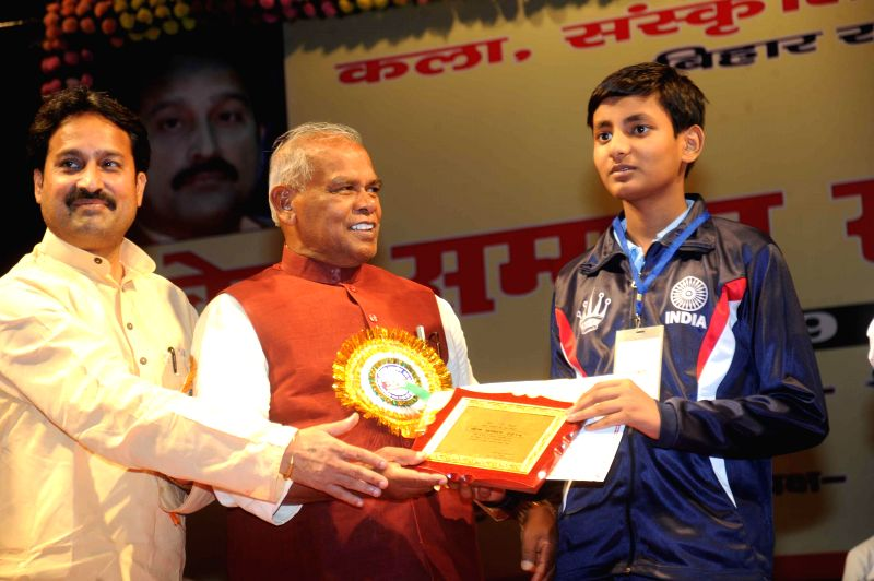 Bihar Chief Minister Jitan Ram Majhi felicitates a sportsman during a programme in Patna on Aug 29, 2014. - Jitan Ram Majhi