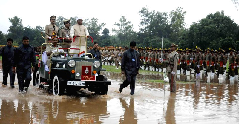 Bihar Chief Minister Jitan Ram Majhi inspects Guard of Honour during Independence Day celebrations at Gandhi Maidan in Patna on Aug 15, 2014.
