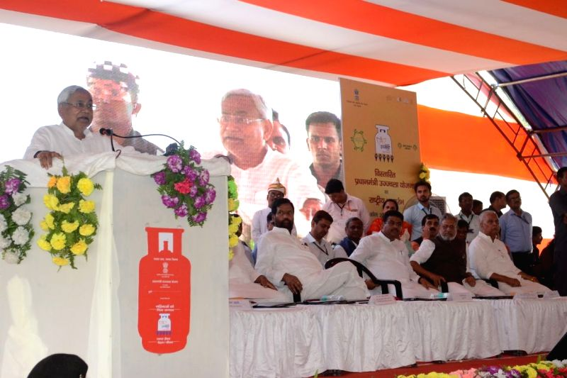 "Bihar Chief Minister Nitish Kumar addresses after distributing LPG connections under ""Pradhan Mantri Ujjwala Yojana"", in Darbhanga, Bihar on April 20, 2018. - Nitish Kumar"