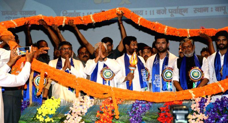 Bihar Chief Minister Nitish Kumar, Deputy Chief Minister Sushil Kumar Modi and Union Minister Ravi Shankar Prasad with Lok Janshakti Party (LJP) President Ram Vilas Paswan and party leader ... - Nitish Kumar and Sushil Kumar Modi