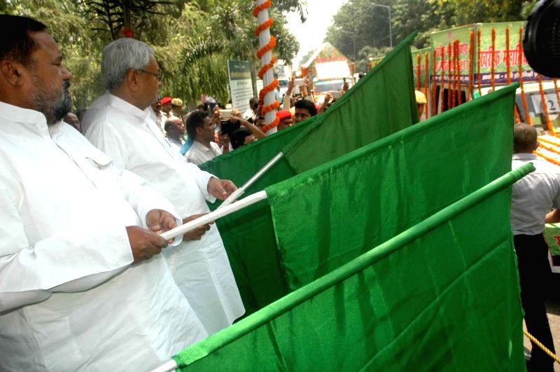 """Bihar Chief Minister Nitish Kumar flags off """"Kharif Mahaabhiyan 2017"""" in Patna on May 20, 2017. - Nitish Kumar"""