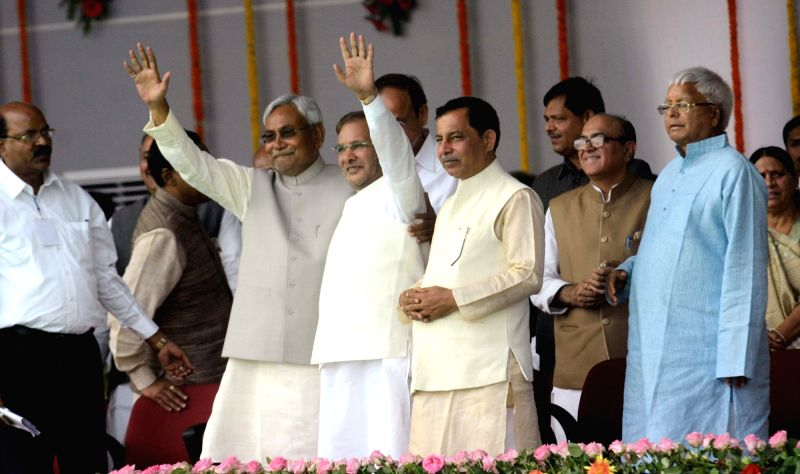 Bihar Chief Minister Nitish Kumar, JD(U) chief Sharad Yadav, and RJD chief Lalu Prasad Yadav during the swearing-in ceremony of the new JD-U-RJD-Congress coalition government in Patna, on Nov ... - Nitish Kumar, Sharad Yadav and Lalu Prasad Yadav