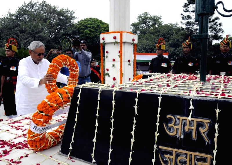 Bihar Chief Minister Nitish Kumar pays tribute to the soldiers who sacrificed their lives on the occasion of Kargil Vijay Diwas in Patna, on July 26, 2016. - Nitish Kumar