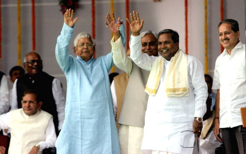 Bihar Chief Minister Nitish Kumar with Delhi Chief Minister Arvind Kejriwal and RJD chief Lalu Prasad Yadav during the swearing-in ceremony of the new JD-U-RJD-Congress coalition government in ... - Nitish Kumar, Arvind Kejriwal and Lalu Prasad Yadav