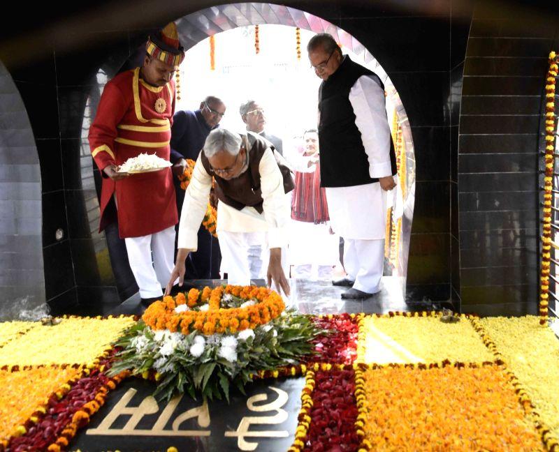 Bihar Chief Minister Nitish Kumar with Govornor Satya Pal Malik pay tributes to Mahatma Gandhi on his death anniversary at Gandhi Ghat in Patna on Jan 30, 2018. - Nitish Kumar and Malik