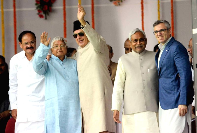 Bihar Chief Minister Nitish Kumar with Karnataka Chief Minister Siddaramaiah and RJD chief Lalu Prasad Yadav during the swearing-in ceremony of the new JD-U-RJD-Congress coalition government ... - Nitish Kumar and Lalu Prasad Yadav
