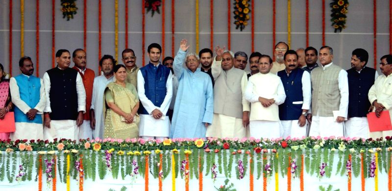 Bihar Chief Minister Nitish Kumar with RJD chief Lalu Prasad Yadav, RJD leaders Rabri Devi, Tejashwi Yadav and Tej Pratap Yadav and others during the swearing-in ceremony of the new ... - Nitish Kumar, Lalu Prasad Yadav, Tejashwi Yadav and Tej Pratap Yadav
