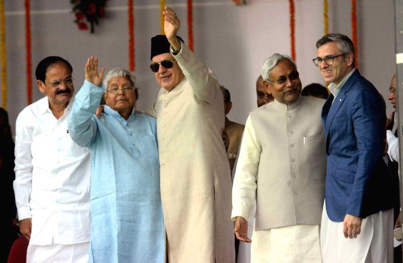 Bihar Chief Minister Nitish Kumar with Union Minister for Urban Development, Housing and Urban Poverty Alleviation and Parliamentary Affairs M. Venkaiah Naidu, RJD chief Lalu Prasad Yadav, ... - Nitish Kumar, M. Venkaiah Naidu and Lalu Prasad Yadav