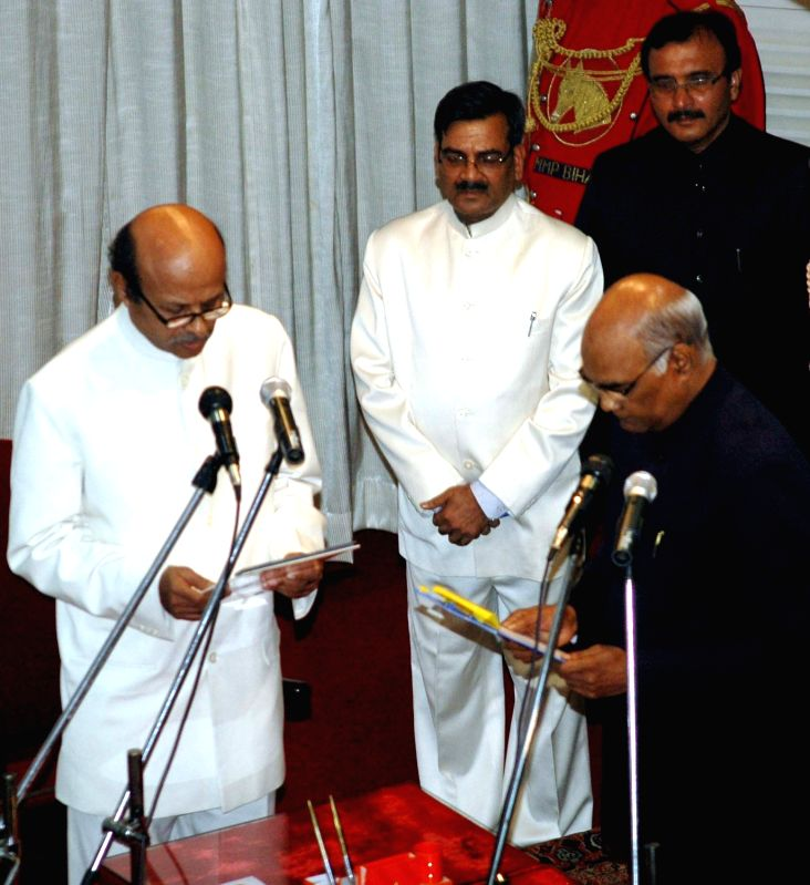 Bihar Governor Ram Nath Kovind (R) administers the oath of office to KC Shah as Lokayukta of Bihar in Patna, on May 18, 2016. - Nath Kovind