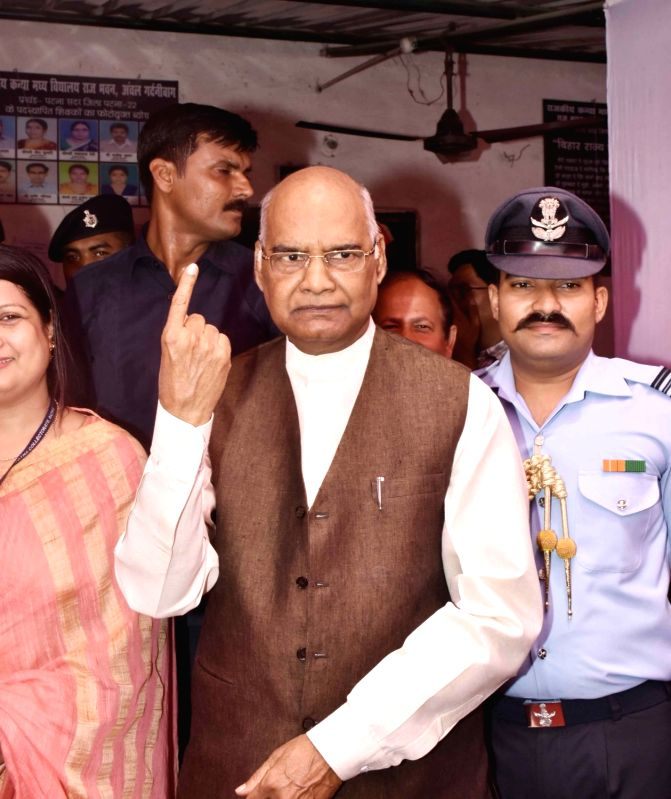 Bihar Governor Ram Nath Kovind shows his forefinger marked with phosphorous ink after casting vote during Patna Municipal Corporation elections on June 4, 2017. - Nath Kovind